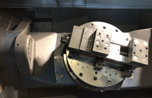 五軸制御立形マシニングセンタ